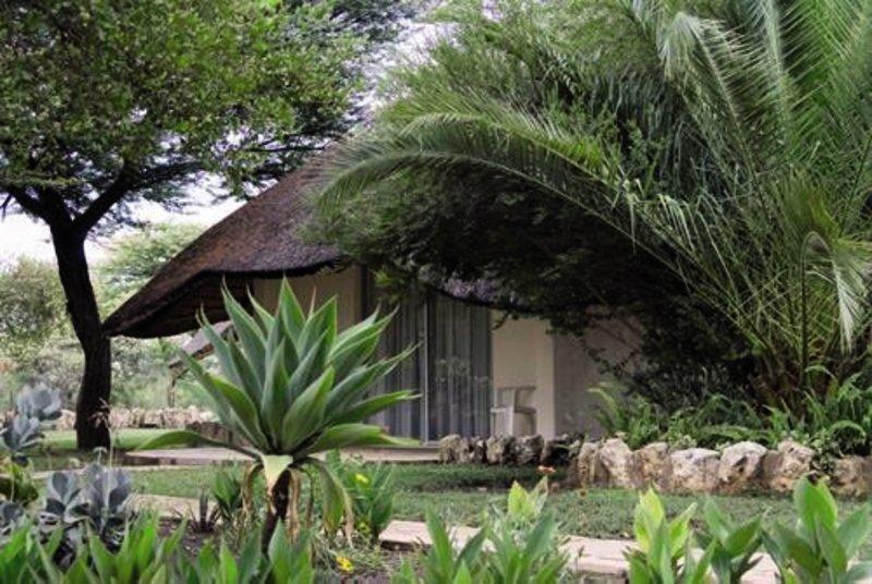 khorab-lodge-bungalow-namibia-namibia-otavi-restauracja.jpg