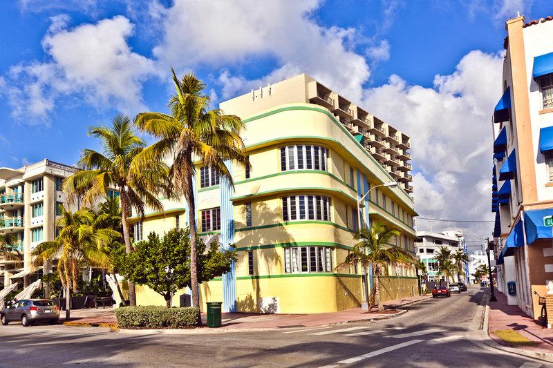 carnival-valor-florida-karibik-bahama-bahamy-nassau-budynki.jpg