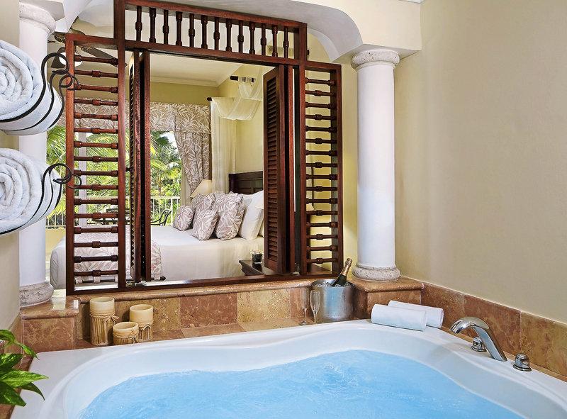 melia-caribe-tropical-dominikana-wschodnie-wybrzeze-basen-widok-z-pokoju.jpg
