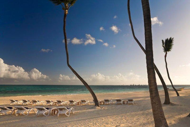 melia-caribe-tropical-melia-caribe-tropical-wschodnie-wybrzeze-plaza-budynki.jpg