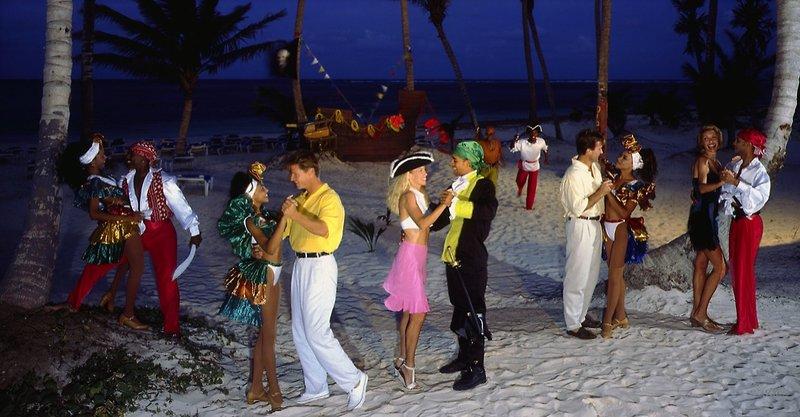 melia-caribe-tropical-melia-caribe-tropical-wschodnie-wybrzeze-wschodnie-wybrzeze-plaza-widok.jpg