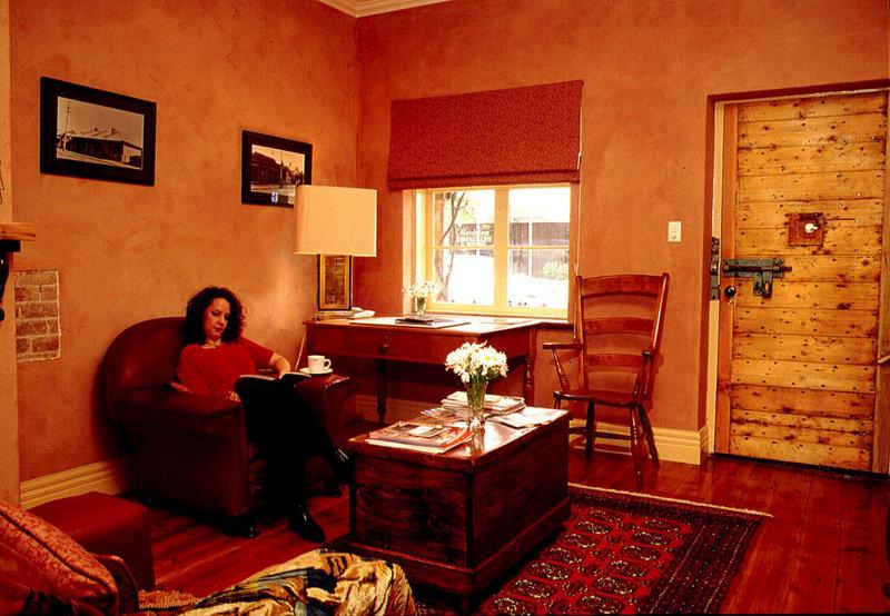 adelaide-heritage-cottages-apartments-australia-bar.jpg
