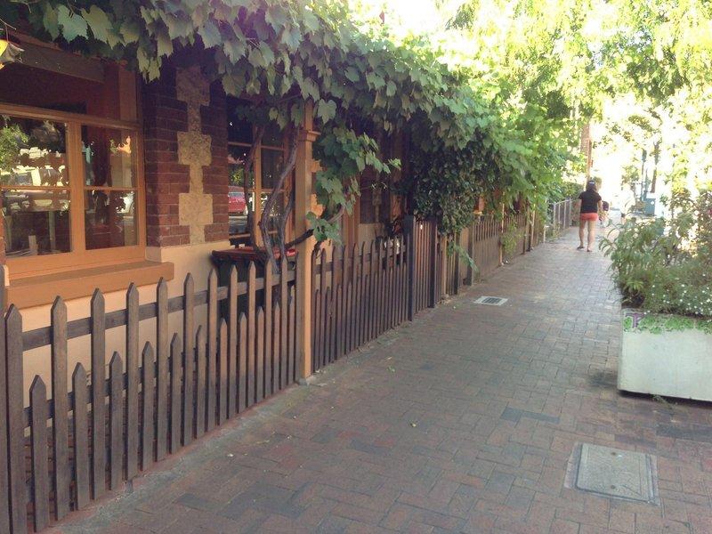adelaide-heritage-cottages-apartments-australia-basen.jpg