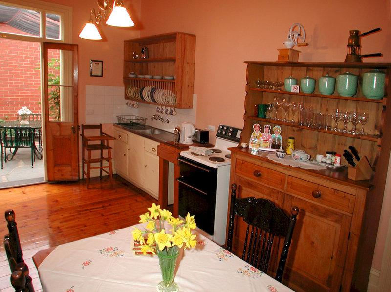 adelaide-heritage-cottages-apartments-australia-bufet.jpg