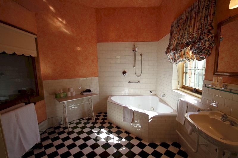 adelaide-heritage-cottages-apartments-australia-ogrod.jpg