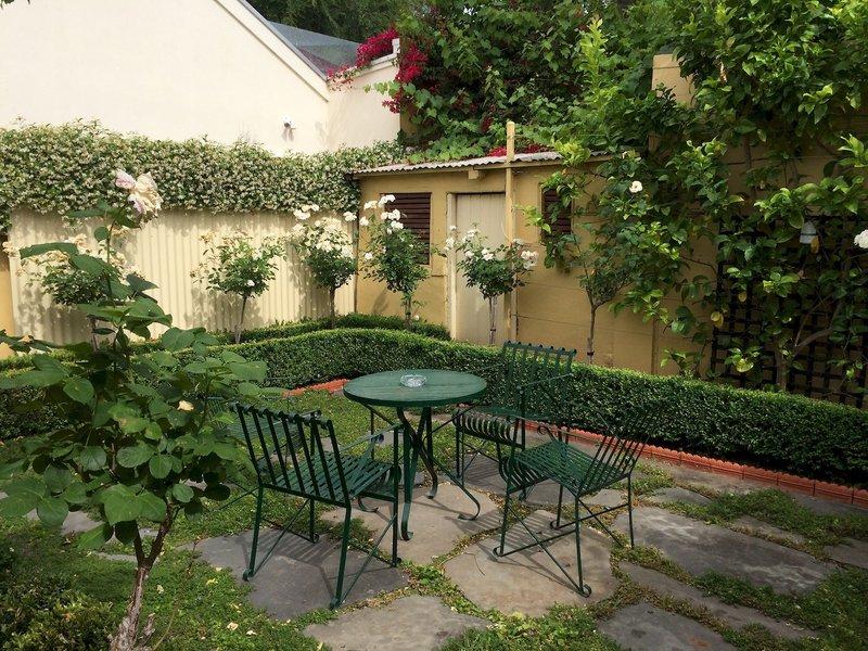 adelaide-heritage-cottages-apartments-australia-plaza.jpg