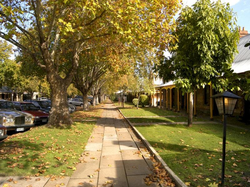 adelaide-heritage-cottages-apartments-australia-widok-z-pokoju.jpg