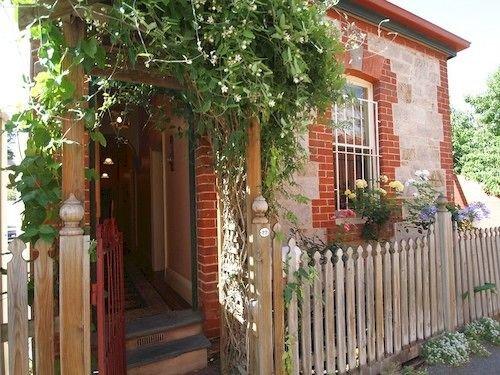adelaide-heritage-cottages-apartments-australia-widok.jpg