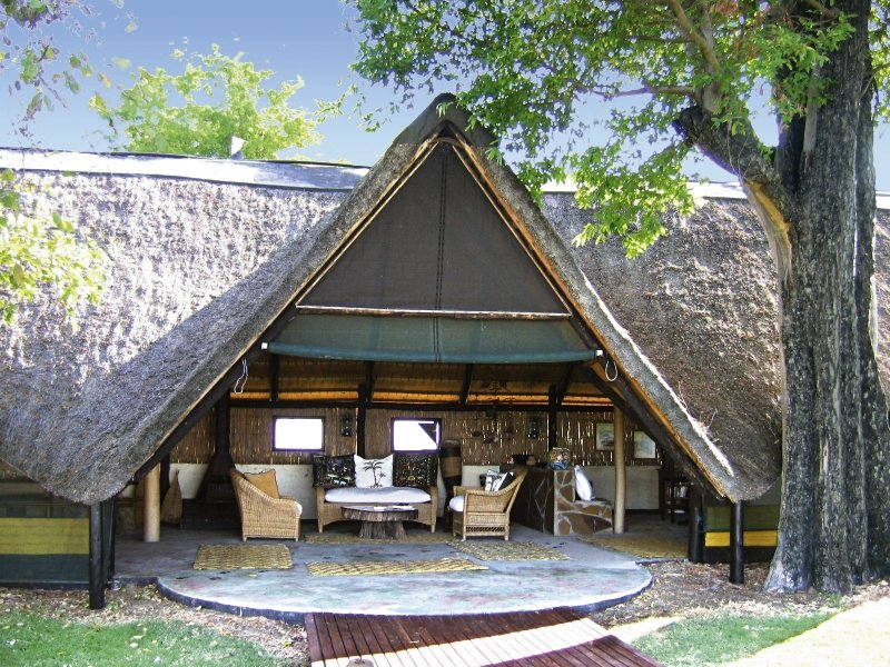 ndhovu-safari-lodge-ndhovu-safari-lodge-namibia-namibia-ogrod.jpg