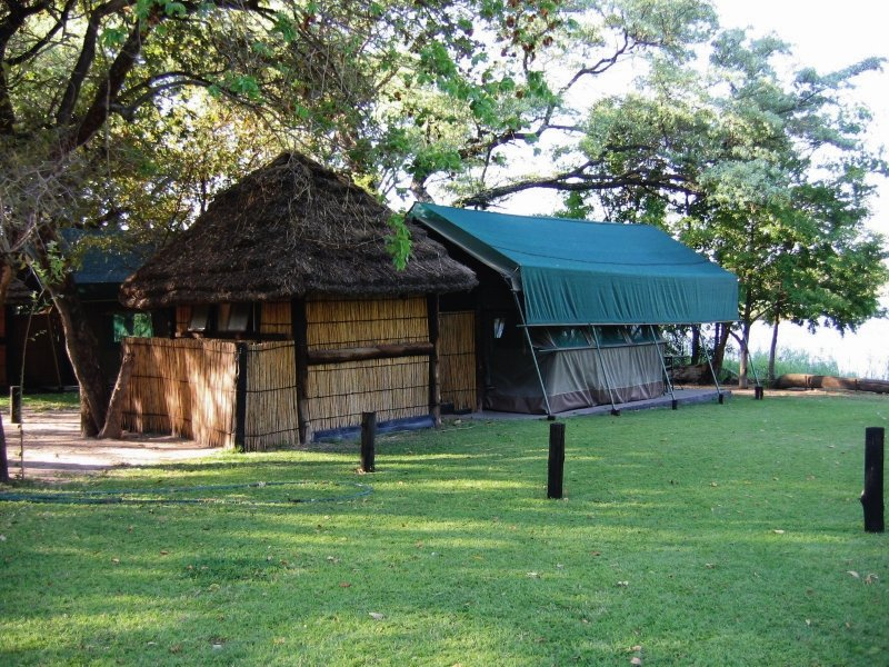 ndhovu-safari-lodge-ndhovu-safari-lodge-namibia-namibia-recepcja.jpg