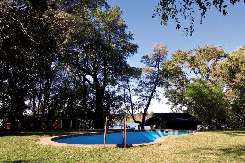 ndhovu-safari-lodge-ndhovu-safari-lodge-plaza.jpg