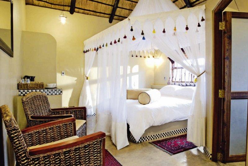 uris-safari-lodge-namibia-namibia-etosha-nationalpark-restauracja.jpg