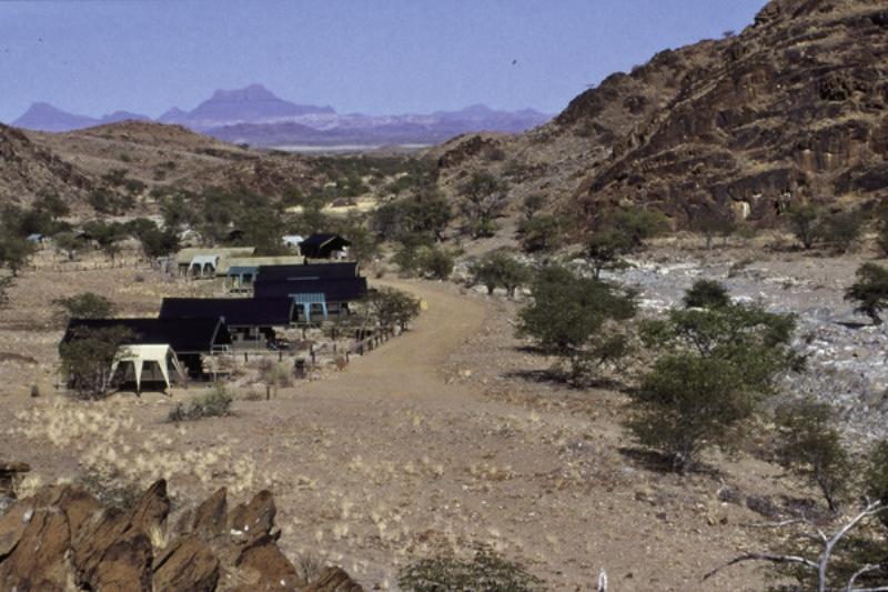 camp-xaragu-namibia-namibia-damaraland-basen.jpg