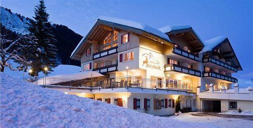 steinbock-bergerlebnisse-im-kleinwalsertal-austria-vorarlberg-mittelberg-lobby.jpg
