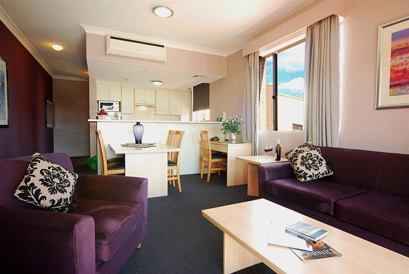 adara-camperdown-apartments-australia-basen.jpg