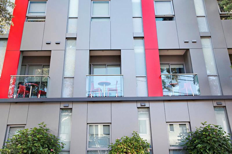 adara-camperdown-apartments-australia-bufet.jpg
