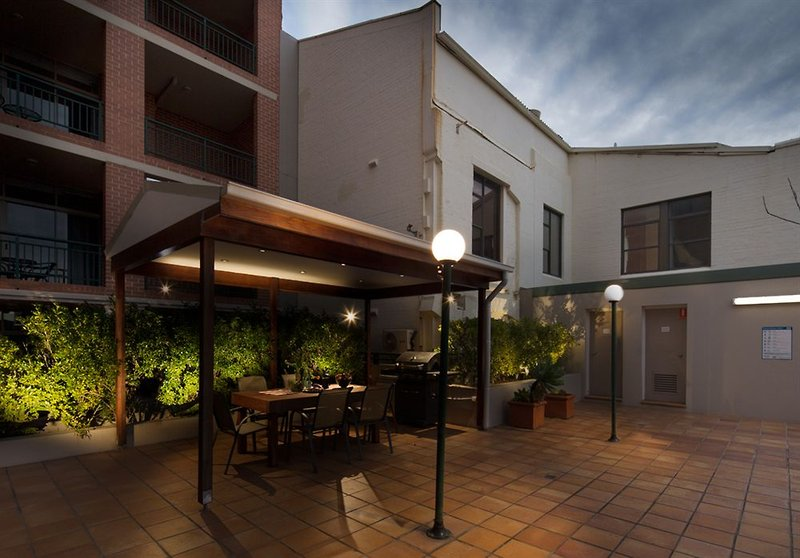 adara-camperdown-apartments-australia-nowa-poludniowa-walia-bufet.jpg