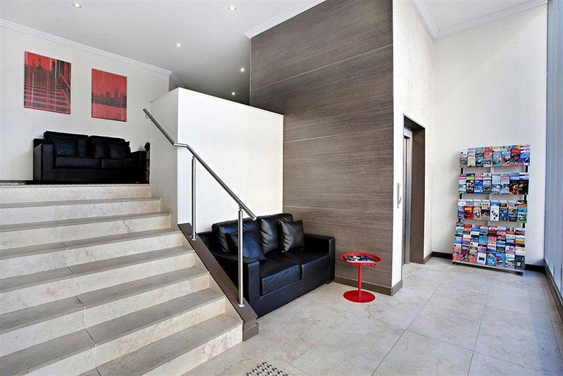adara-camperdown-apartments-australia-nowa-poludniowa-walia-sydney-basen.jpg