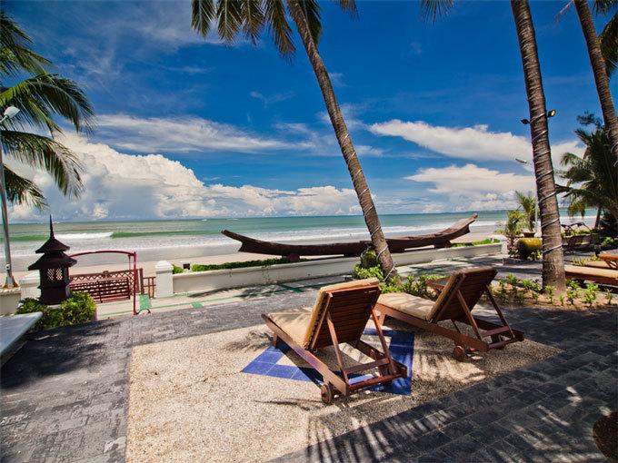Max Chaung Tha Beach